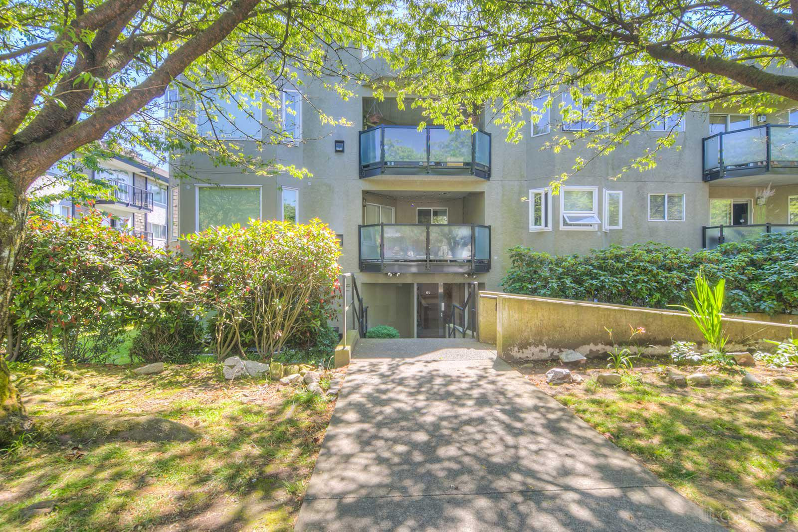 Admiralty Court at 175 W 4th St, North Vancouver City 1