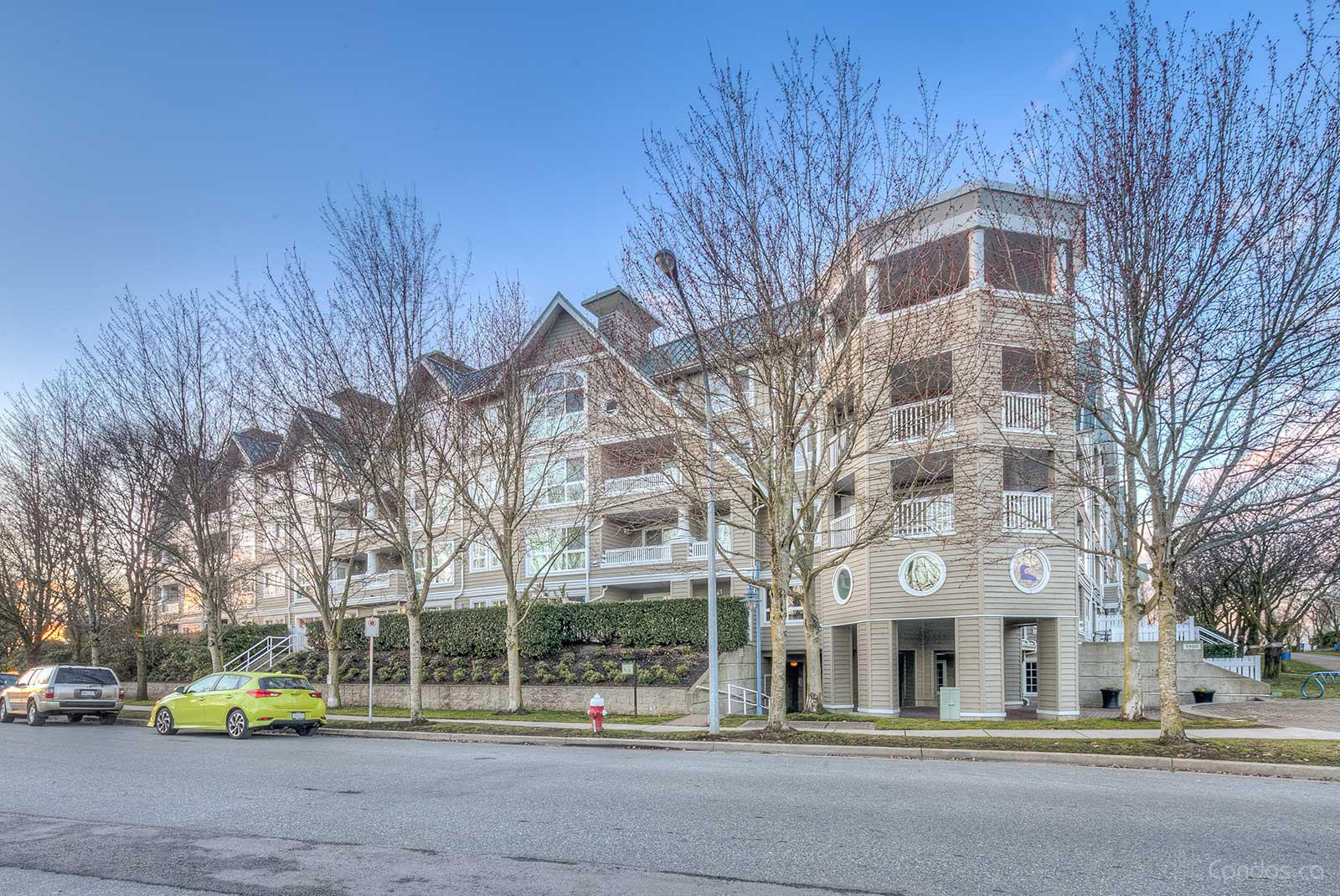 The Hamptons at 5900 Dover Crescent, Richmond 0