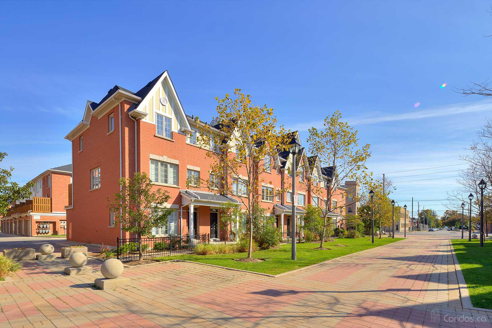 Parkside Townhomes at 3000 Lake Shore Blvd W, Toronto 0