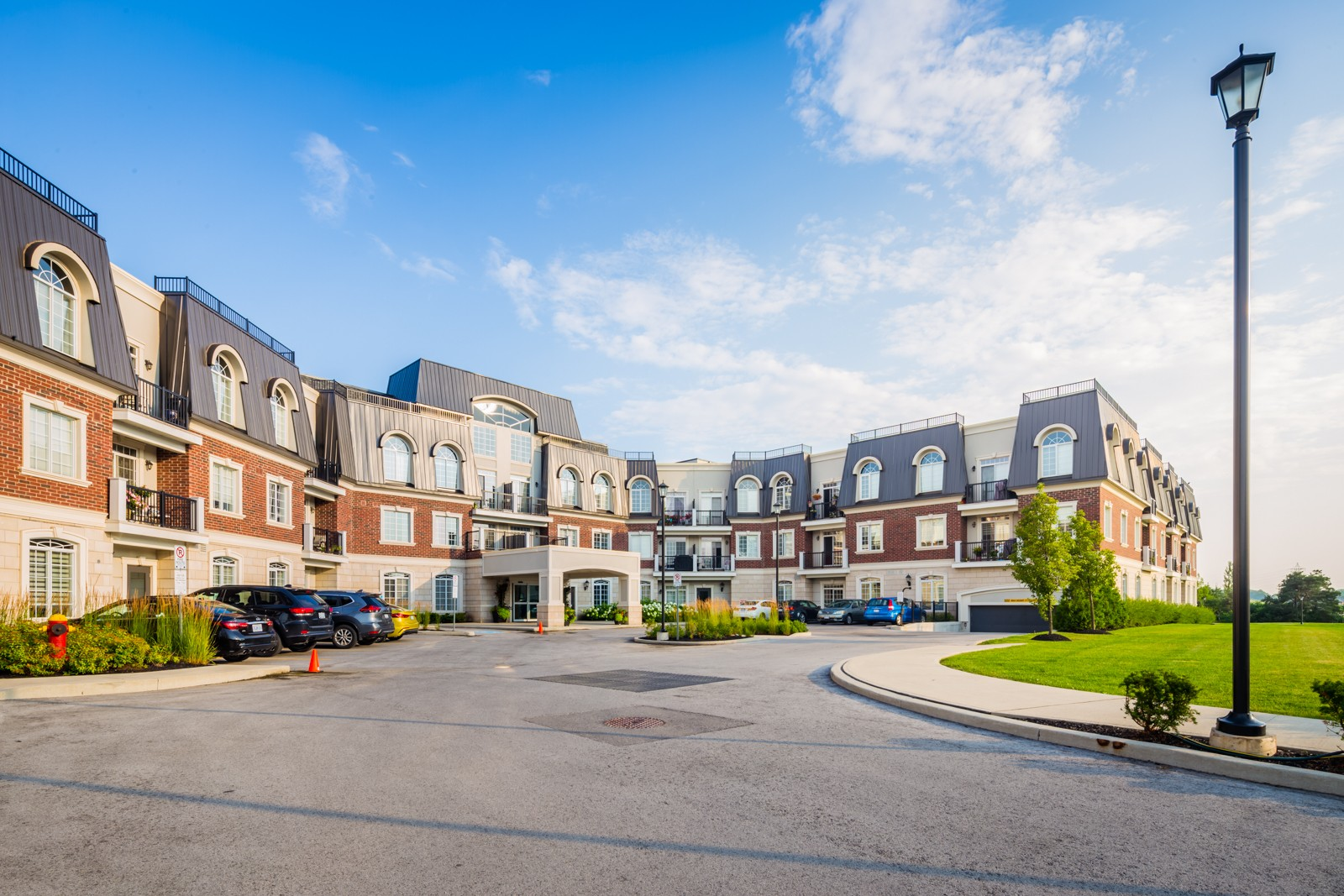 Balmoral Condos at 2300 Upper Middle Rd W, Oakville 1