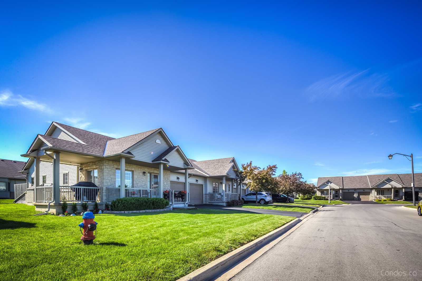 Southbrook on the Green at 102 Southbrook Dr, Glanbrook 1