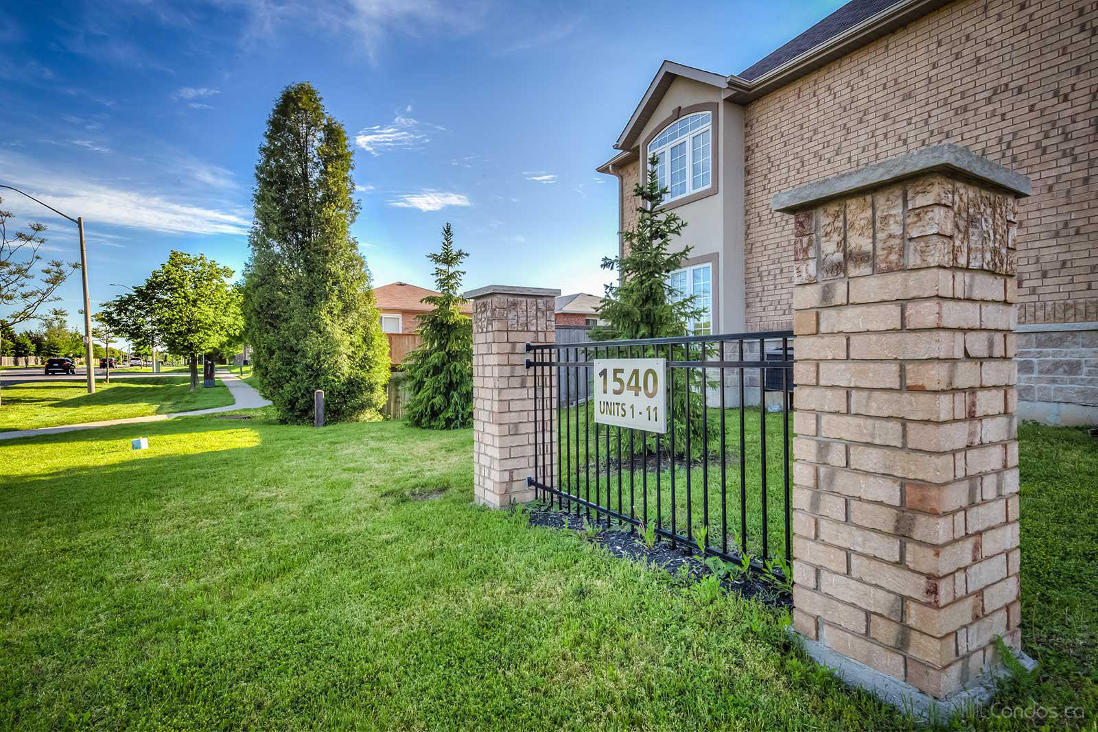 1540 Upper Gage Condos at 1540 Upper Gage Ave, Hamilton City 1