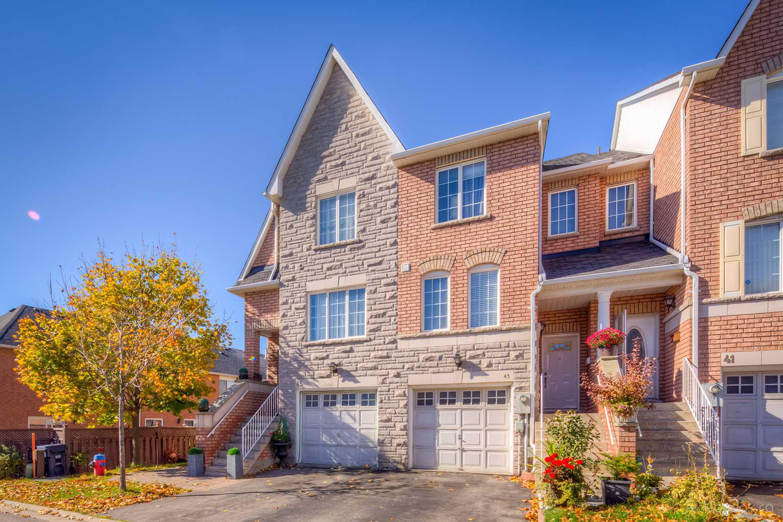 Villages of Downsview at 37 Springside Way, Toronto 1