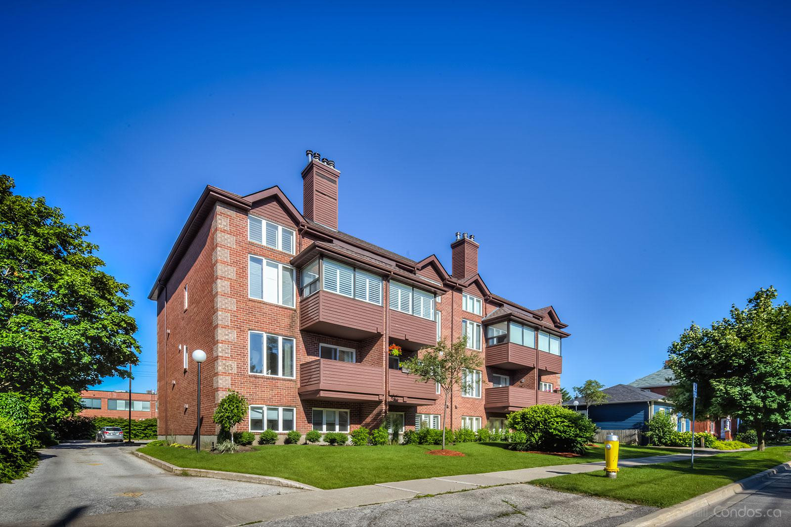 215 Pine Condos at 215 Pine St, Collingwood 1