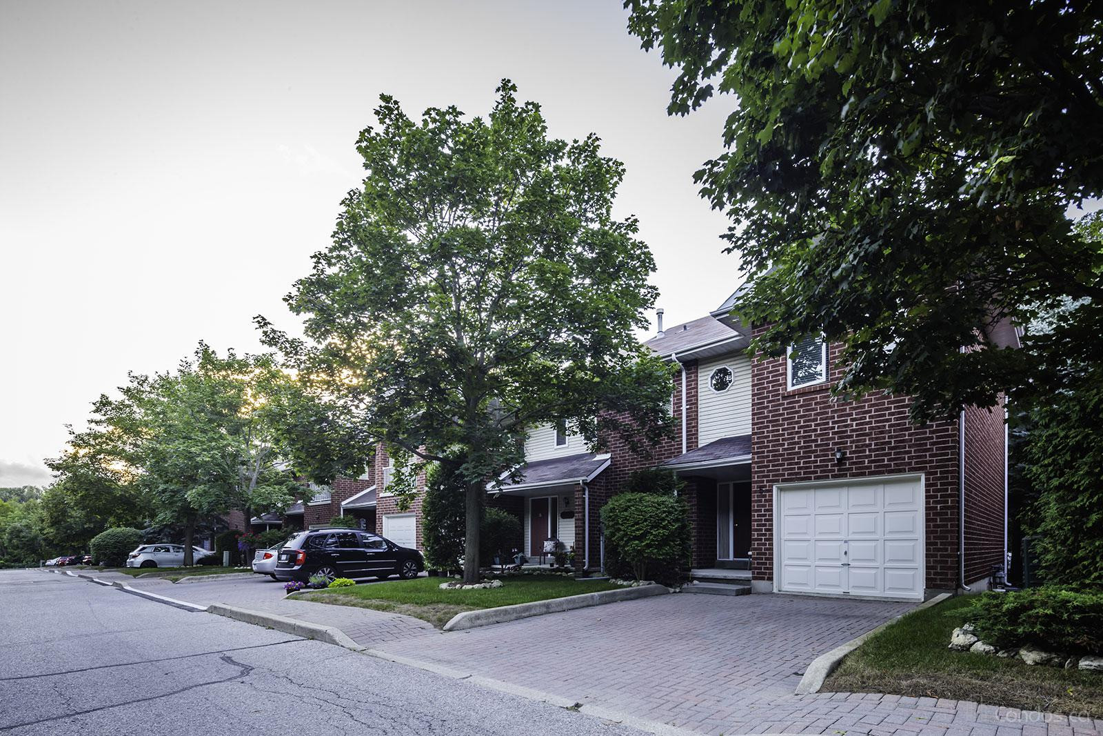The Oaks at 250 Cox Mill Rd, Barrie 1