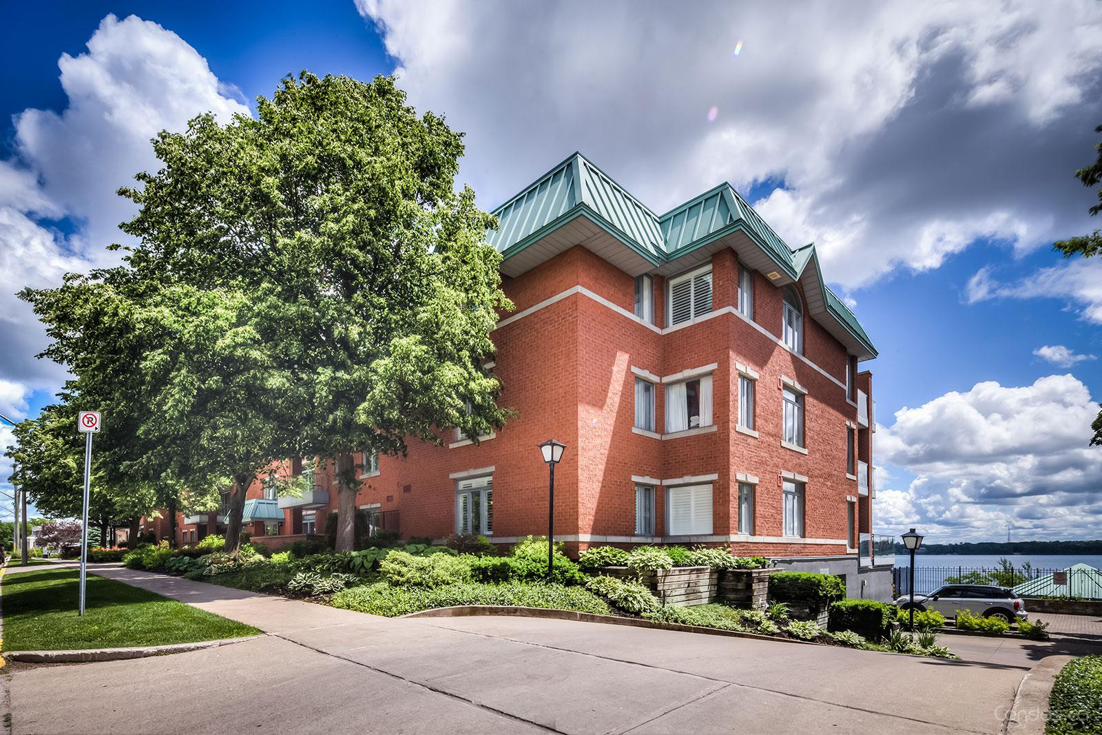 Portage Place at 21 Kempenfelt Dr, Barrie 1