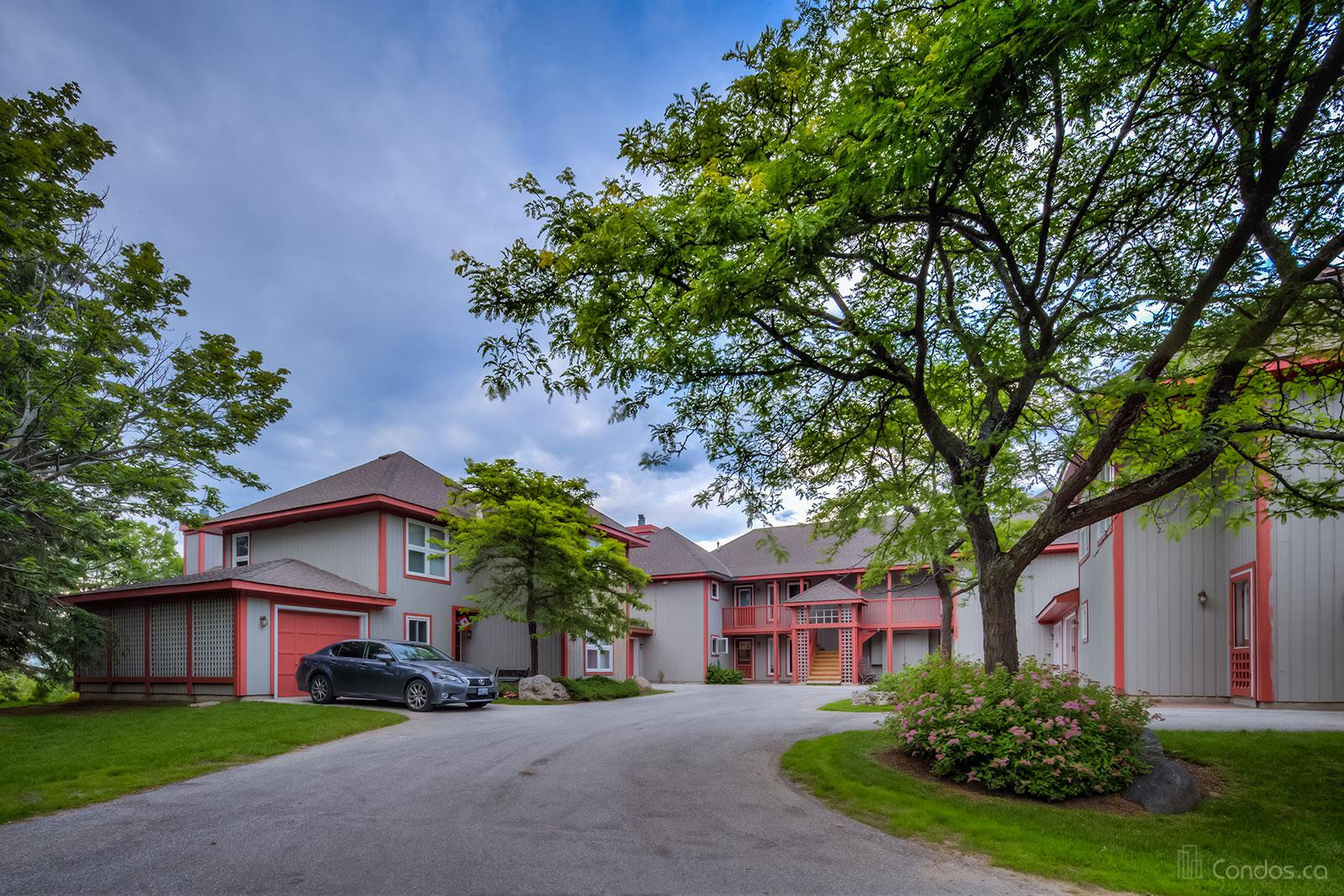 Suncrest Circle Condos at 800 Suncrest Cir, Collingwood 0
