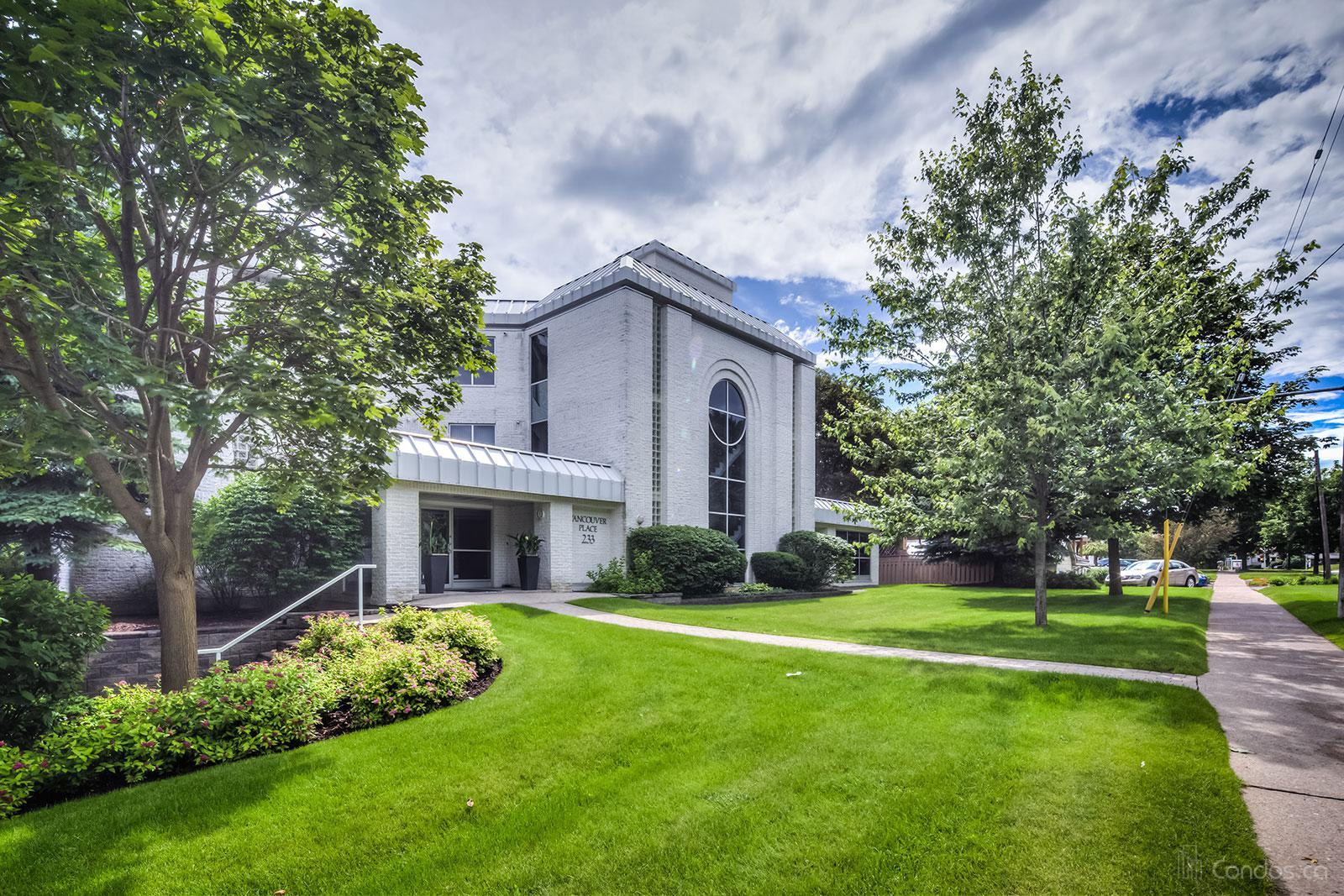 Vancouver Place at 233 Blake St, Barrie 0