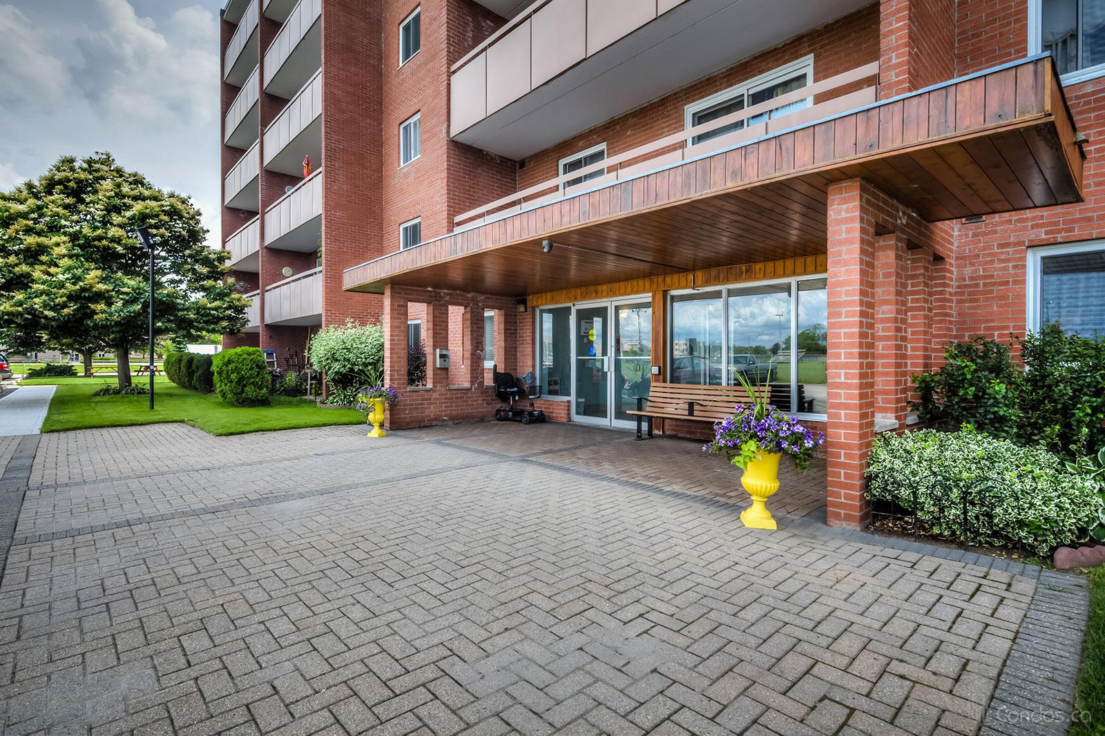 Bayview Terrace at 460 Ontario St, Collingwood 1