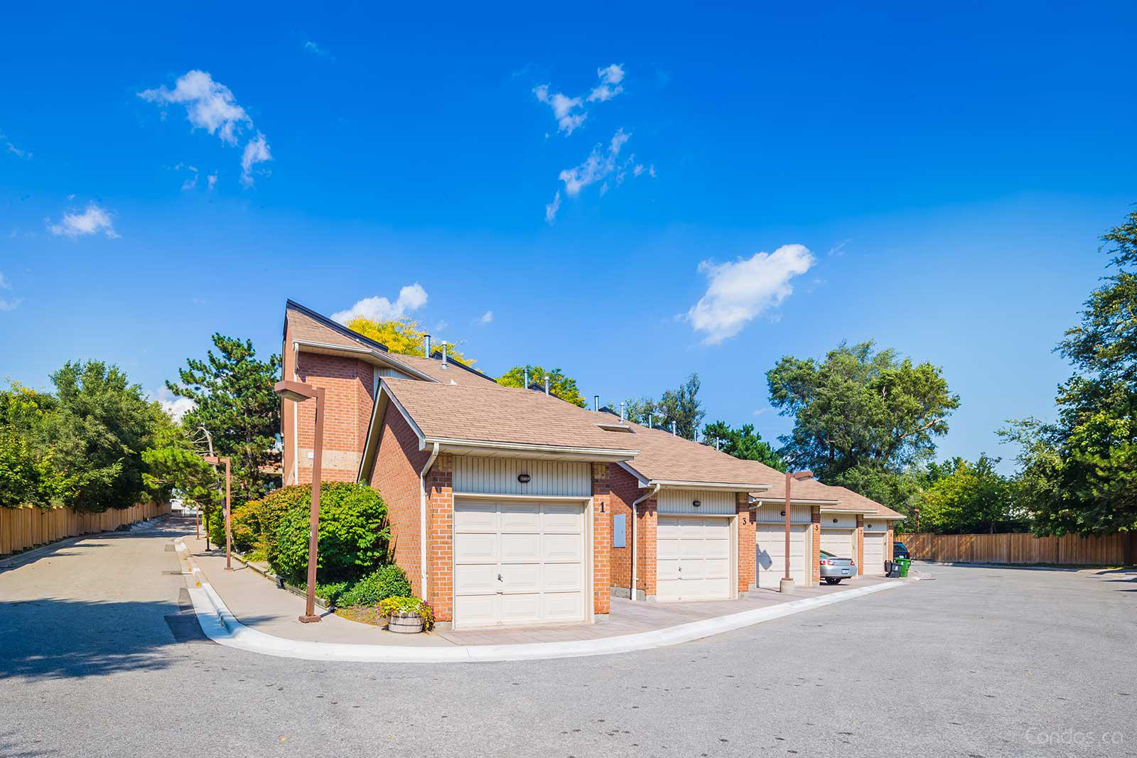 2-46 Rodeo Pathway Townhomes at 1 Rodeo Pathway, Toronto 1