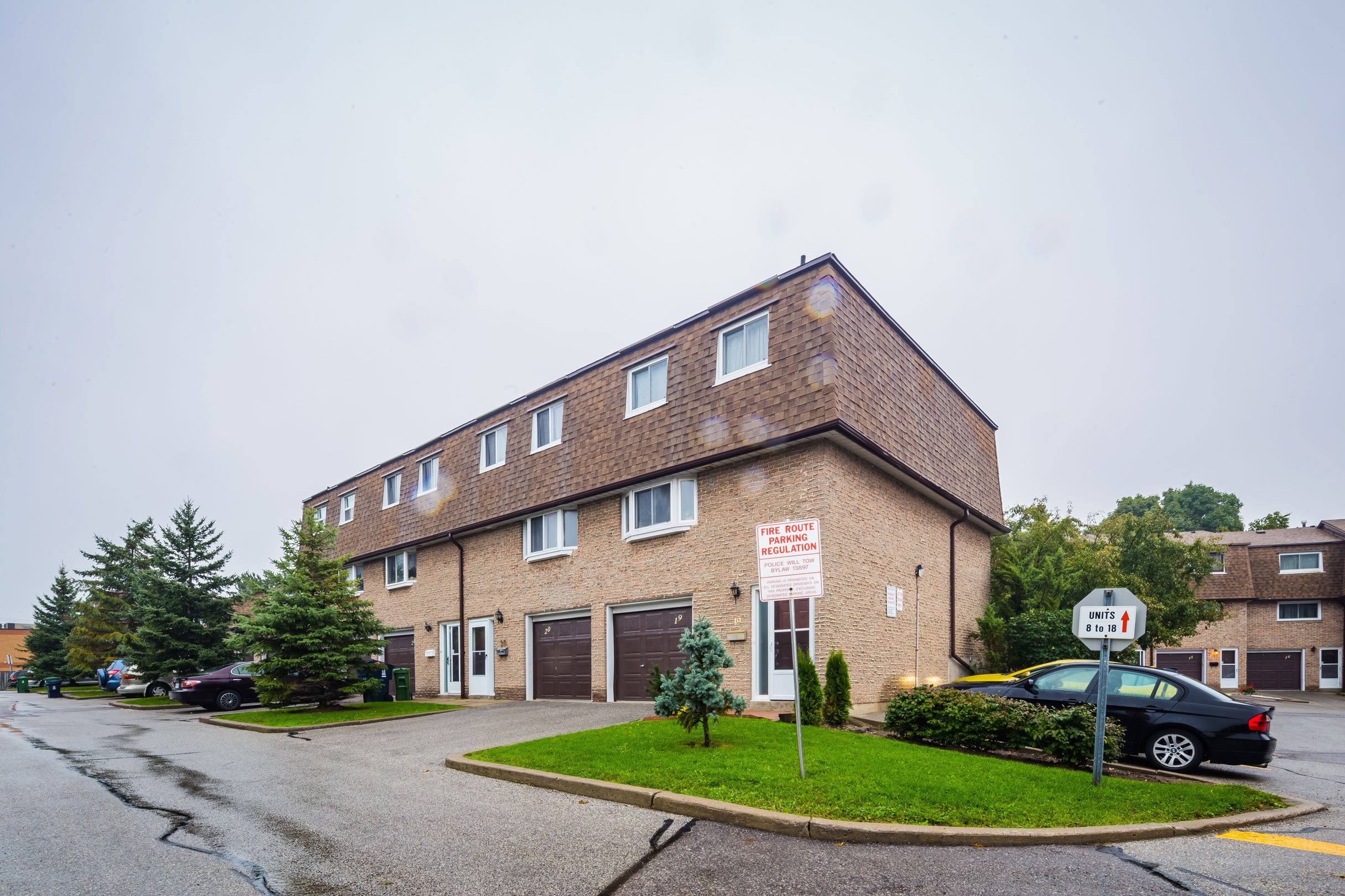 671 Huntingwood Drive Townhouses at 671 Huntingwood Dr, Toronto 1
