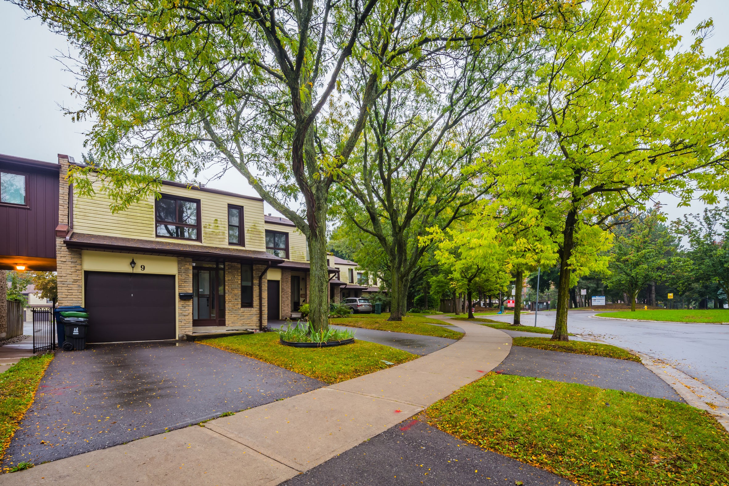 7 Thunder Grove Townhouses at 1051 Sandhurst Cir, Toronto 1