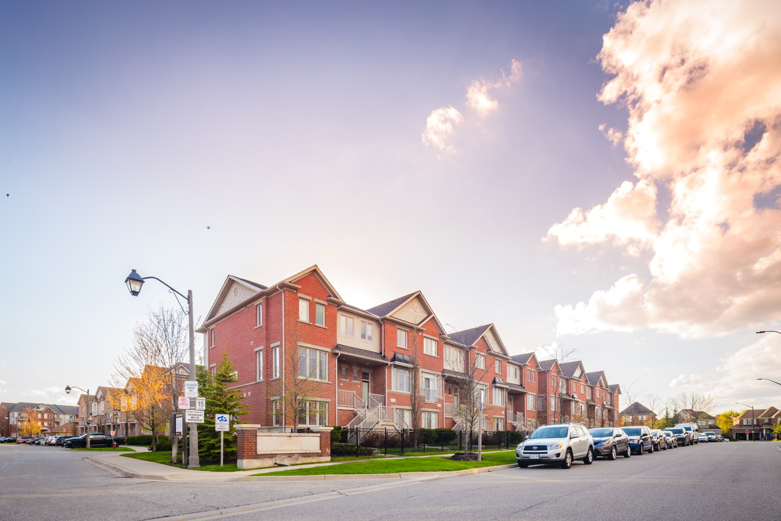 5725 Tosca Dr Townhouses at 5725 Tosca Dr, Mississauga 1