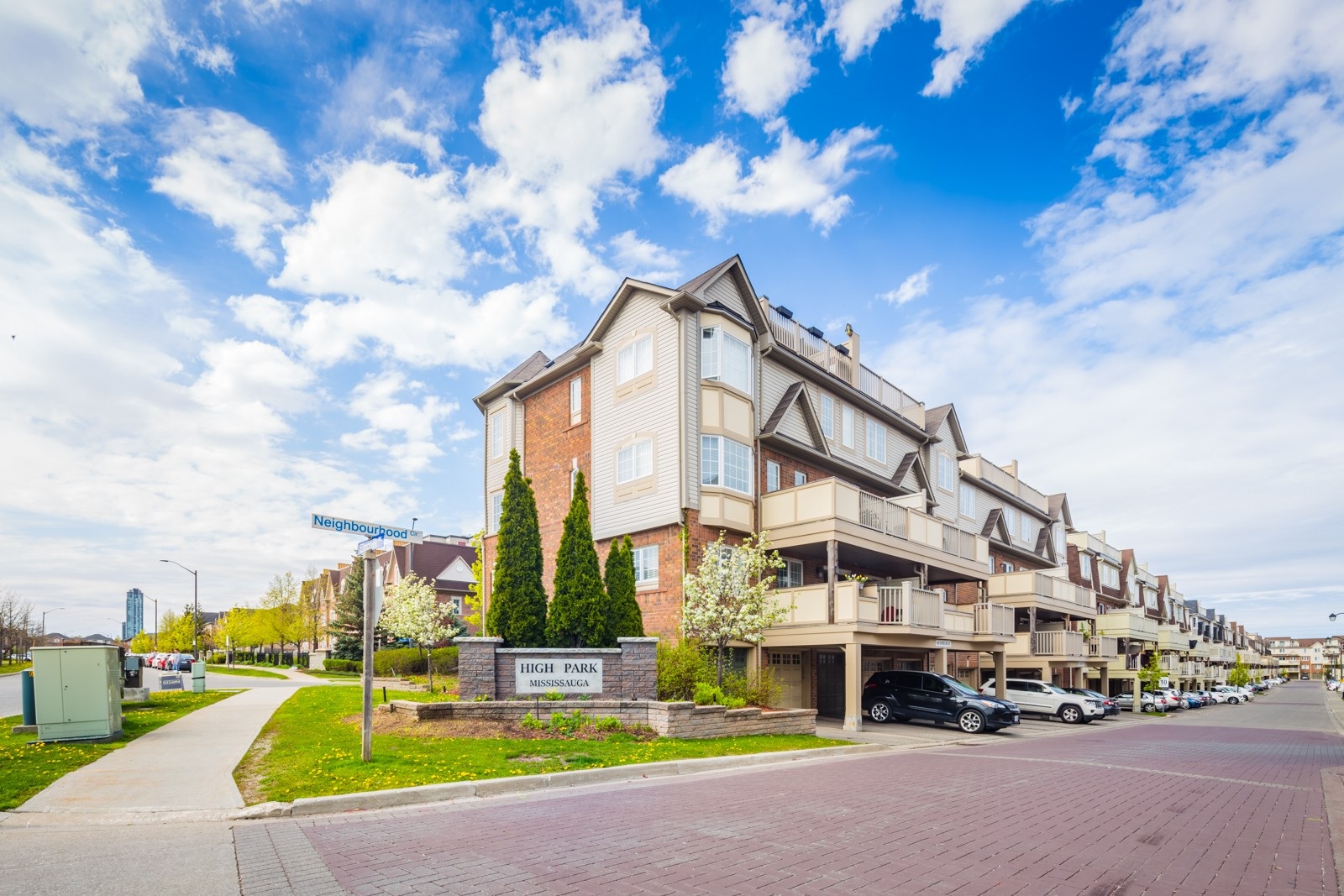 704 Neighbourhood Circ Townhouses at 720 Neighbourhood Cir, Mississauga 0