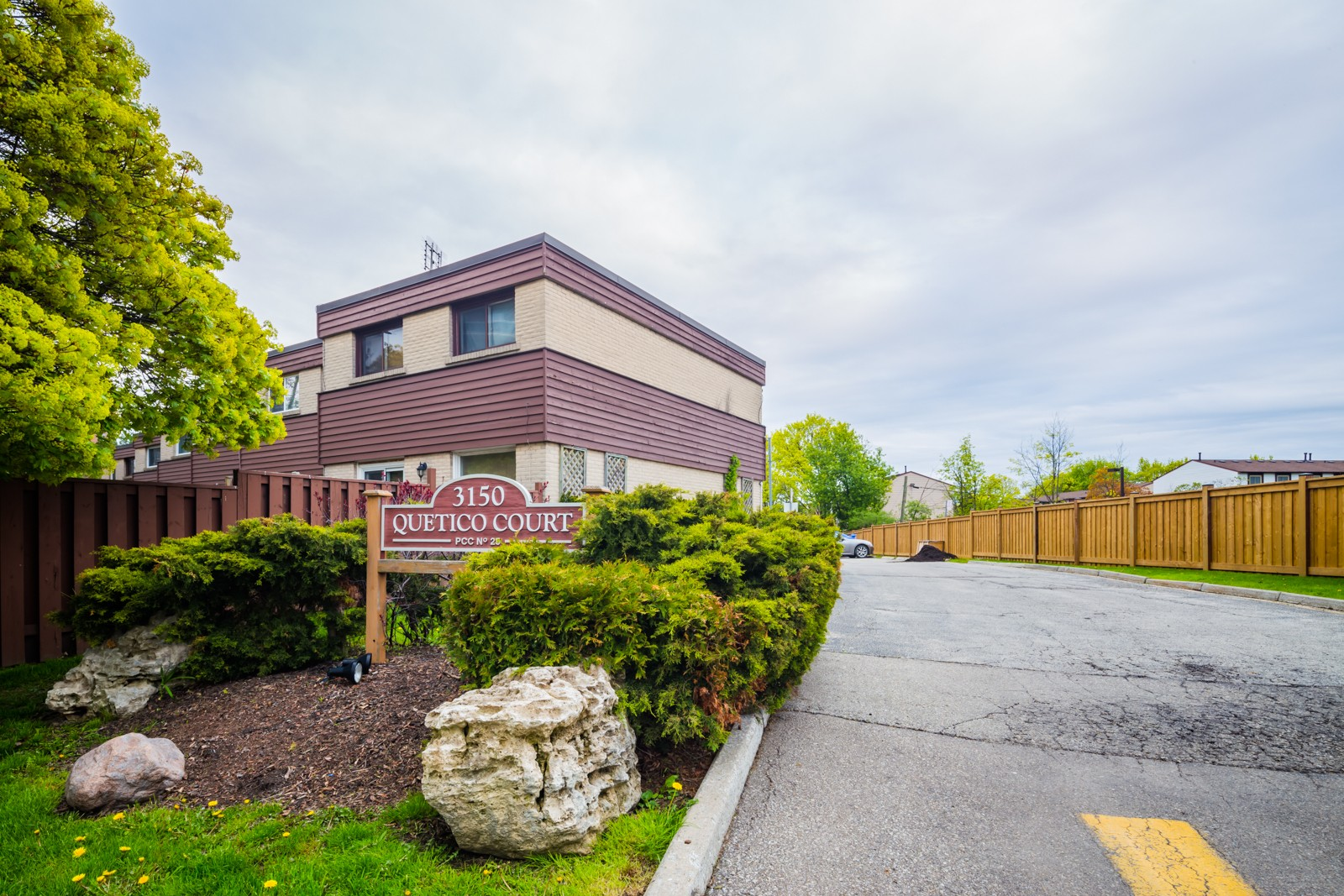 Quetico Court at 3150 Queen Frederica Dr, Mississauga 1