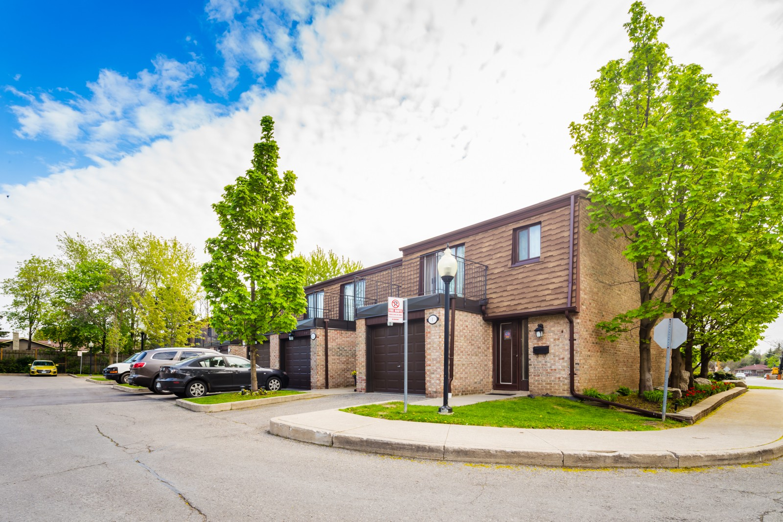 3395 Cliff Road Townhouses at 3395 Cliff Rd N, Mississauga 1