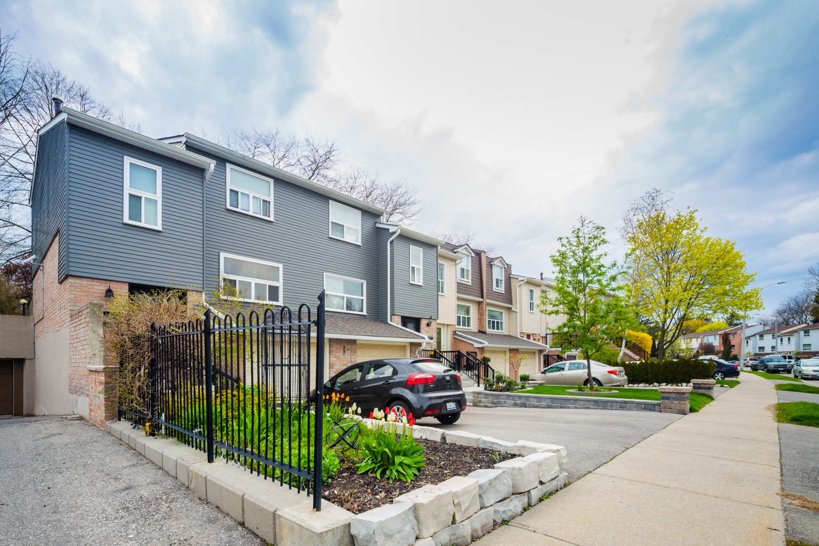 1050 Shawnmarr Road Townhouses at 1050 Shawnmarr Rd, Mississauga 1
