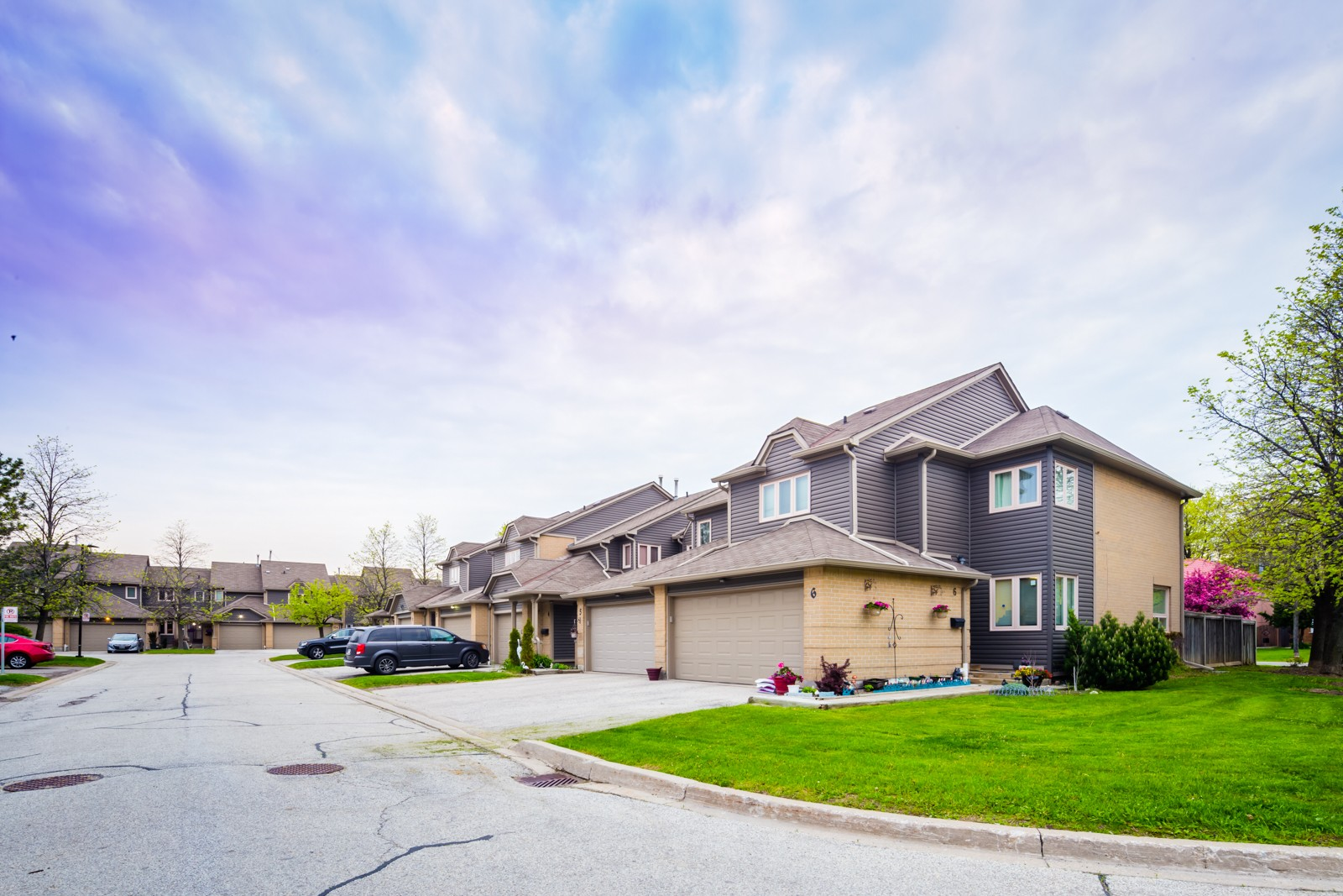 Winston Churchill Townes at 3600 Colonial Dr, Mississauga 1