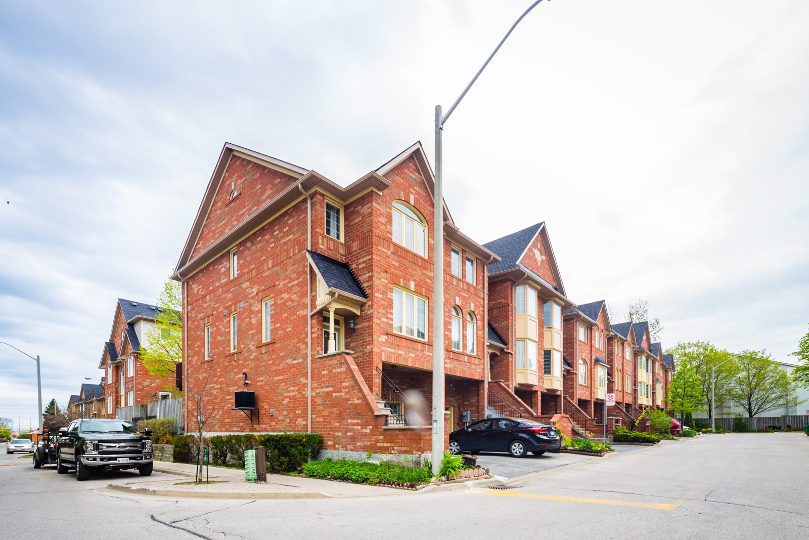 1168 Arena Rd Townhouses at 1168 Arena Rd, Mississauga 1