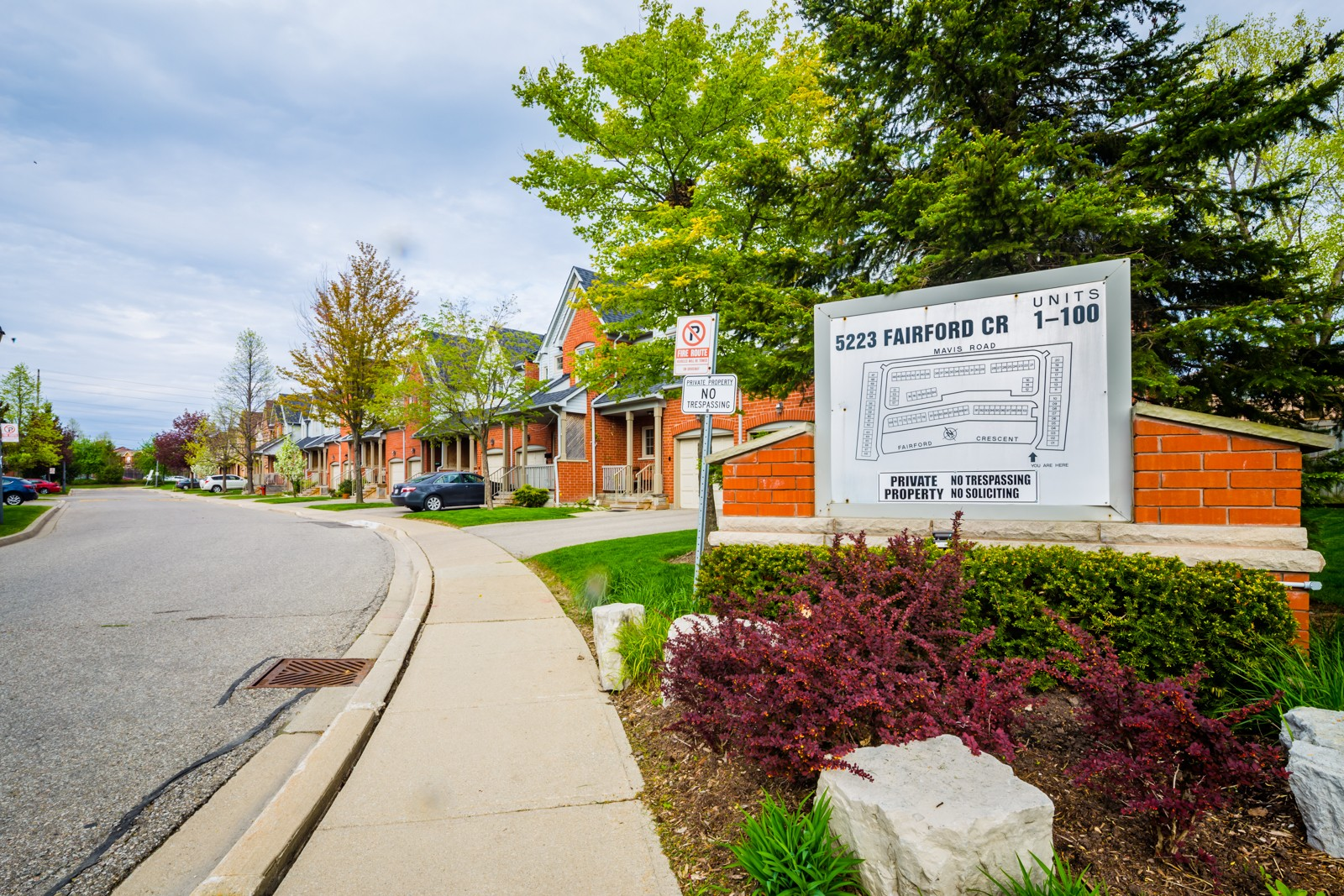 5223 Fairford Cres Townhouses at 5223 Fairford Crescent, Mississauga 1