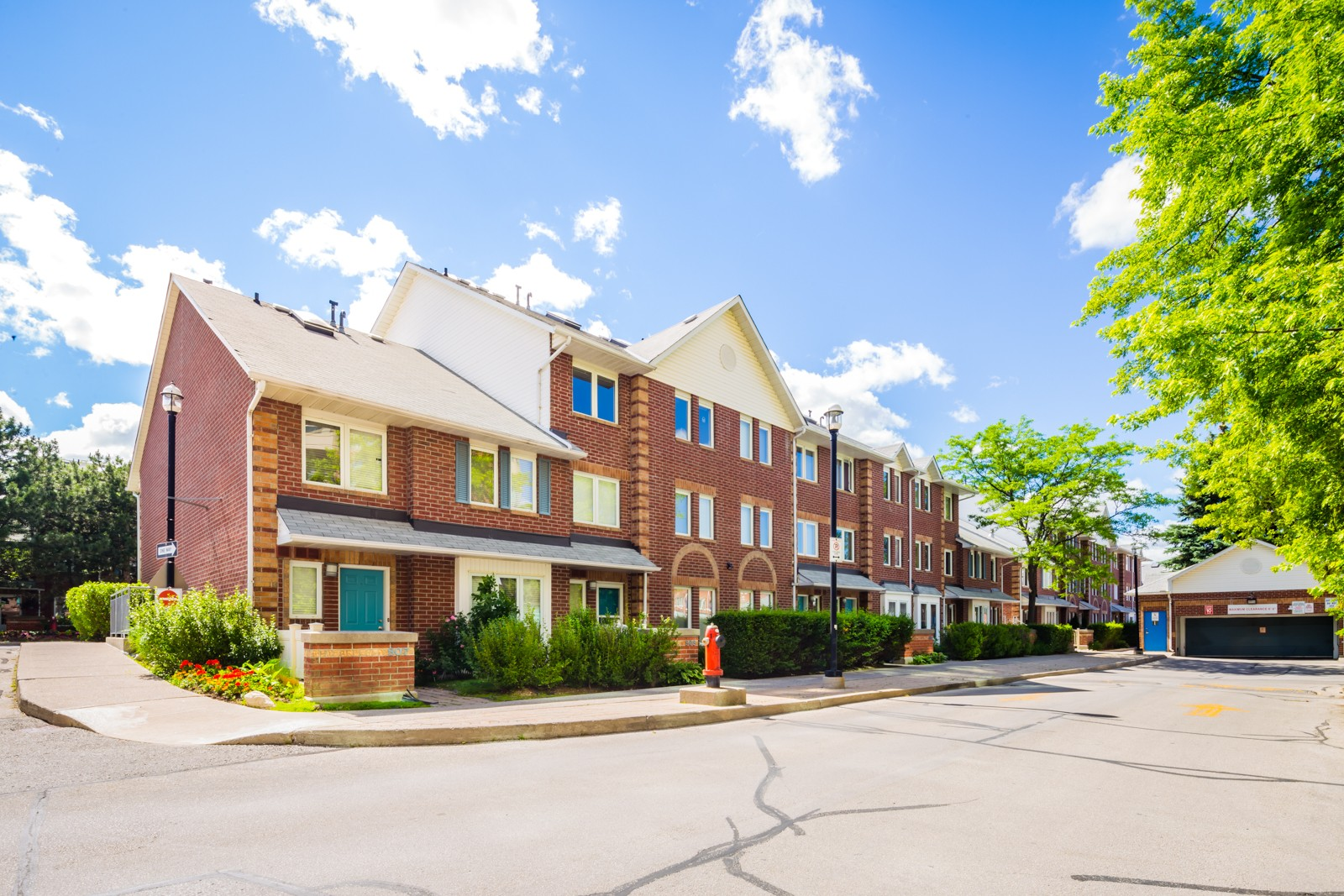 900 Steeles Ave Townhouses at 900 Steeles Ave W, Vaughan 0
