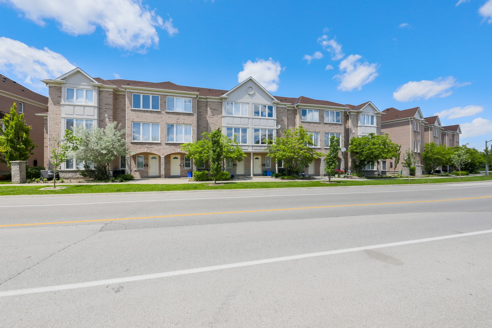 368 South Park Rd Townhouses at 30 Leitchcroft Crescent, Markham 1