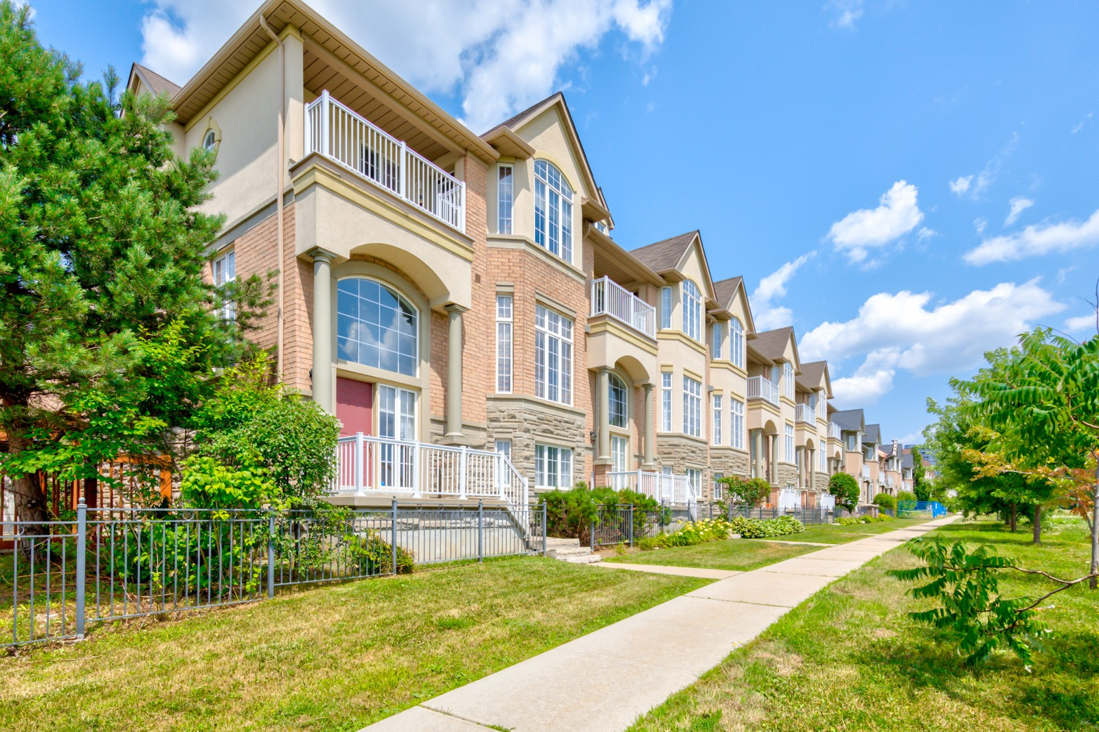 Circa Carriage Homes at 183 Legends Way, Markham 0