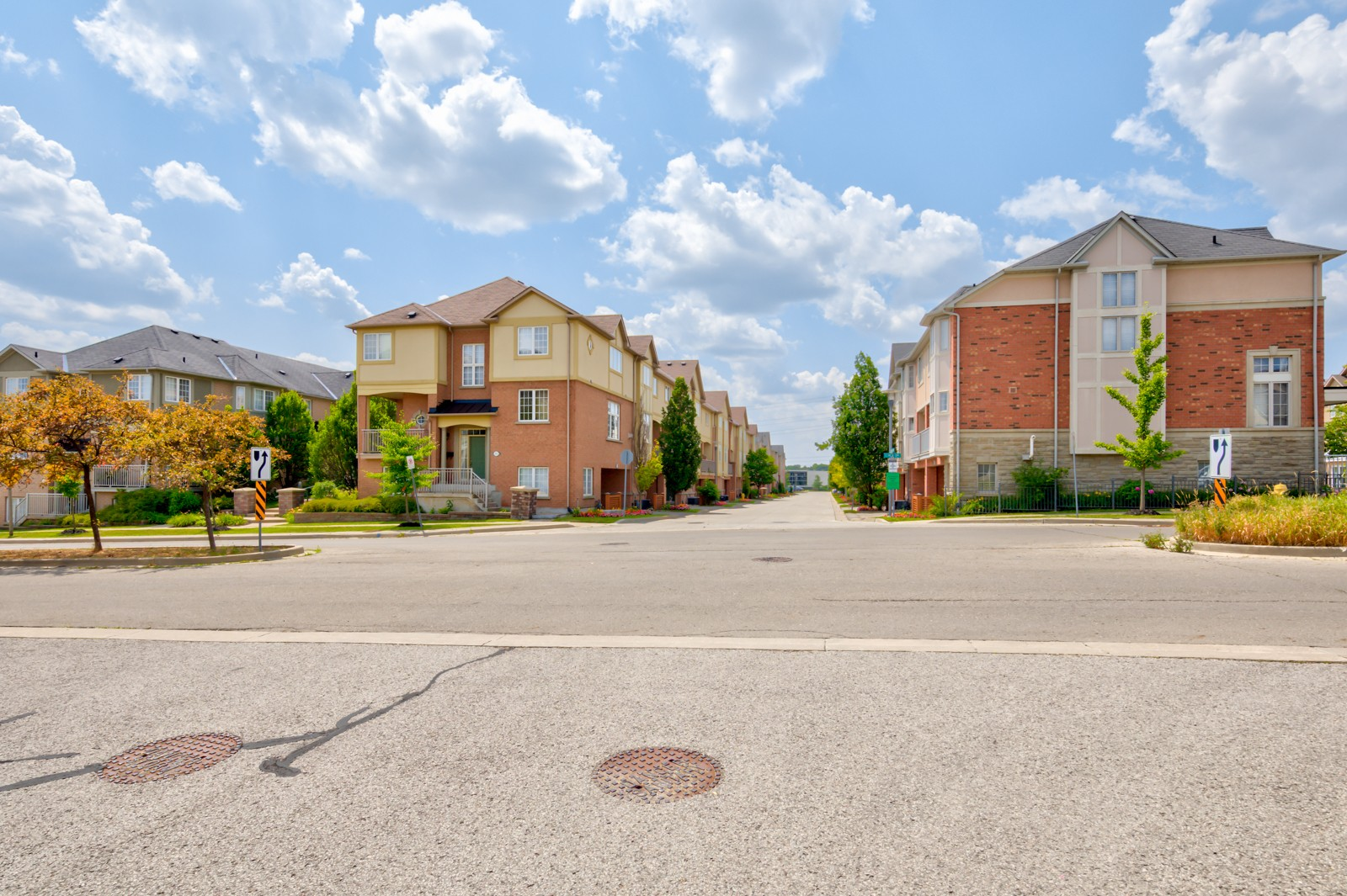 Circa Carriage Homes at 183 Legends Way, Markham 1