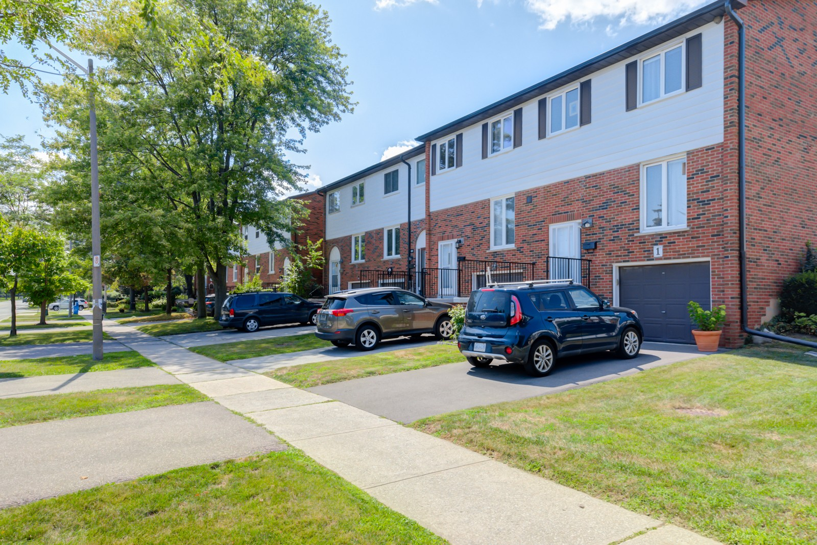 Sheridan Lane at 2401 Fifth Line W, Mississauga 1