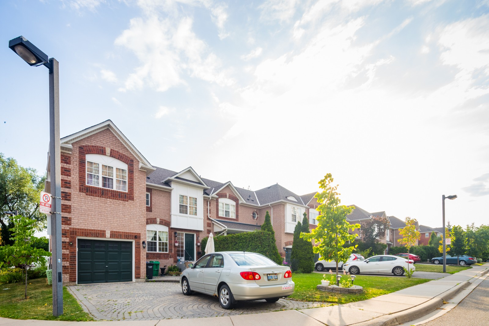 199 Hillcrest Avenue Townhouses at 199 Hillcrest Ave, Mississauga 1