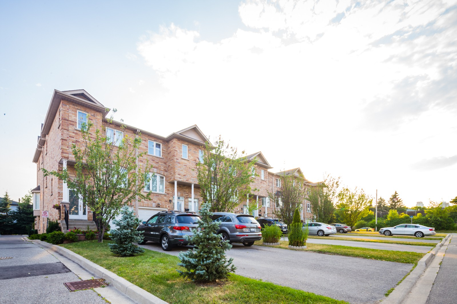 3250-3306 Pinto Place Townhouses at 3250 Pinto Pl, Mississauga 1
