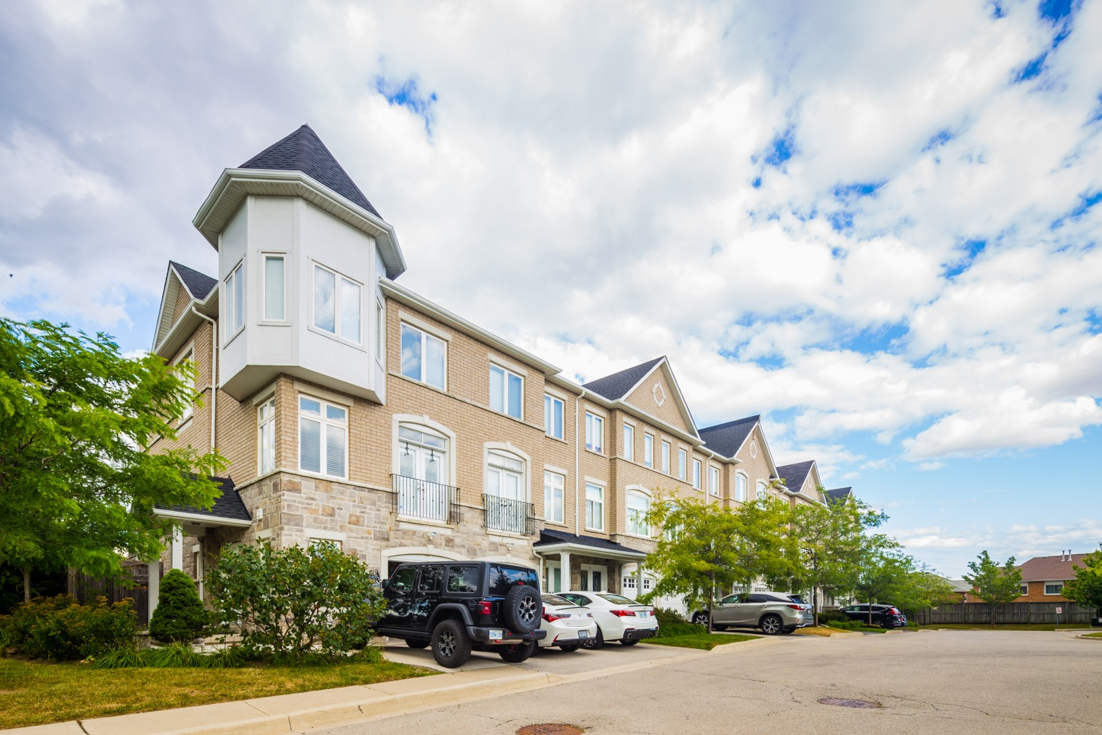 6995 Glory Court Townhouses at 6995 Glory Crt, Mississauga 1