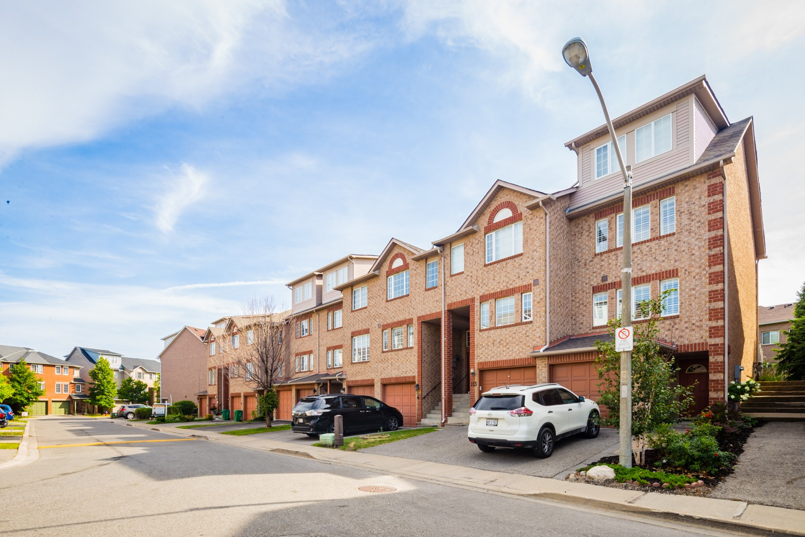 158 Spadina Road Townhouses at 122 Spadina Rd, Brampton 1
