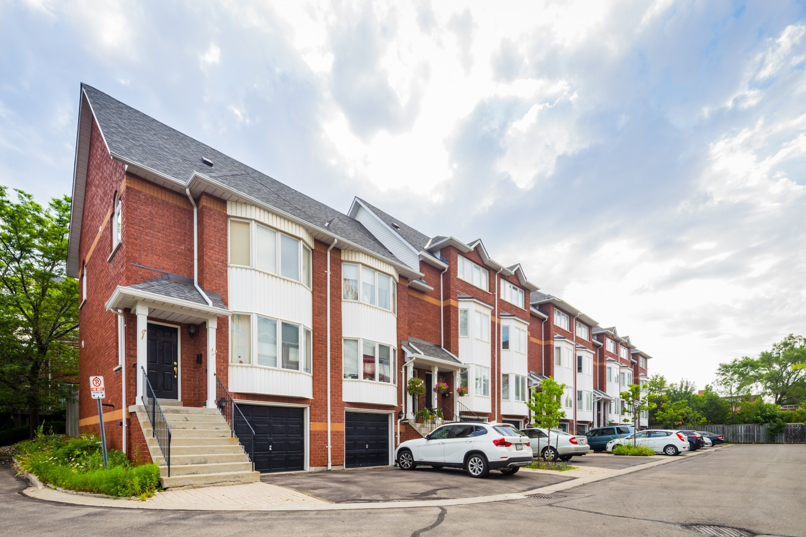 43 Agnes Street Townhouses at 43 Agnes St, Mississauga 1