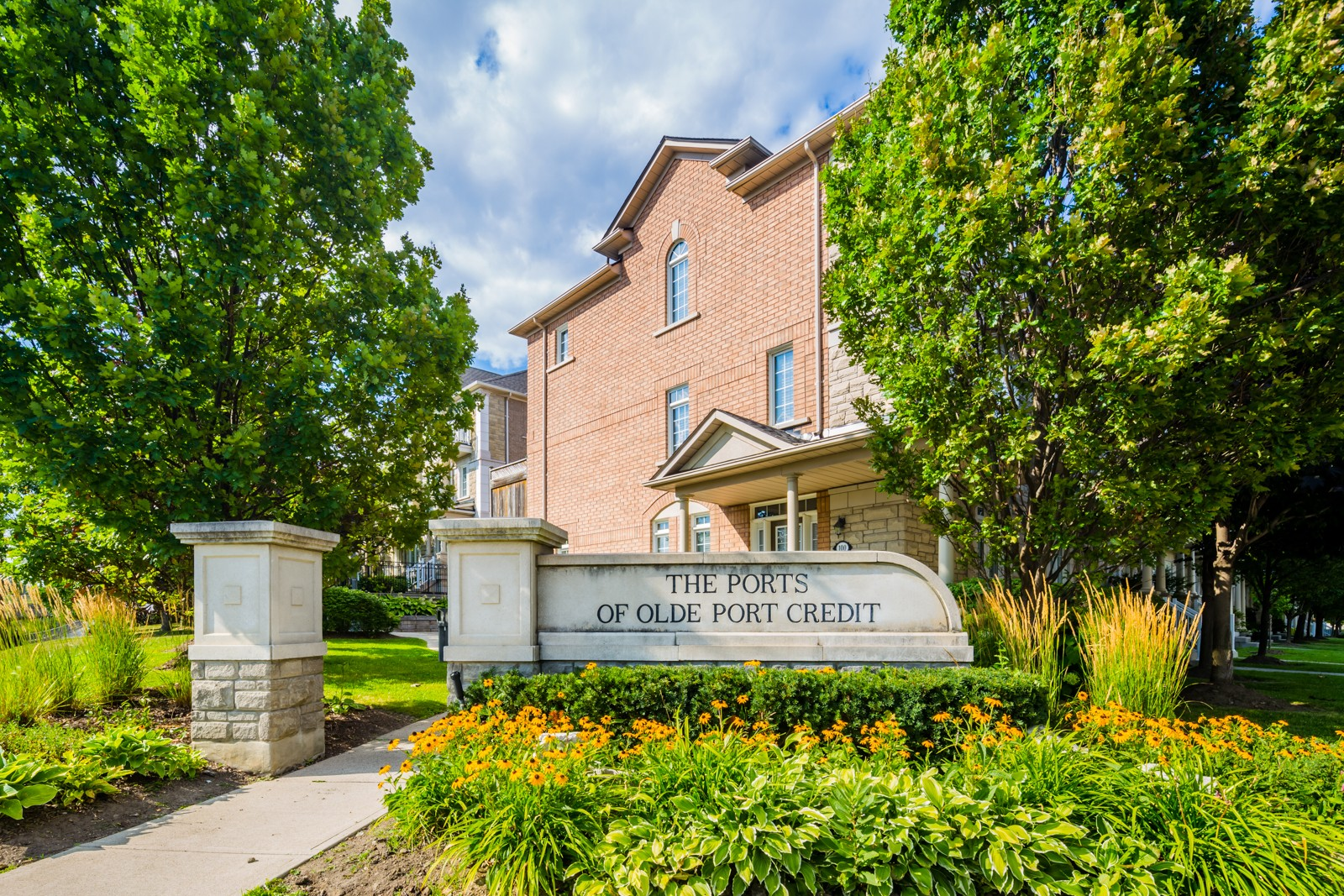 36 Rosewood Avenue Townhouses at 100 Park St E, Mississauga 0