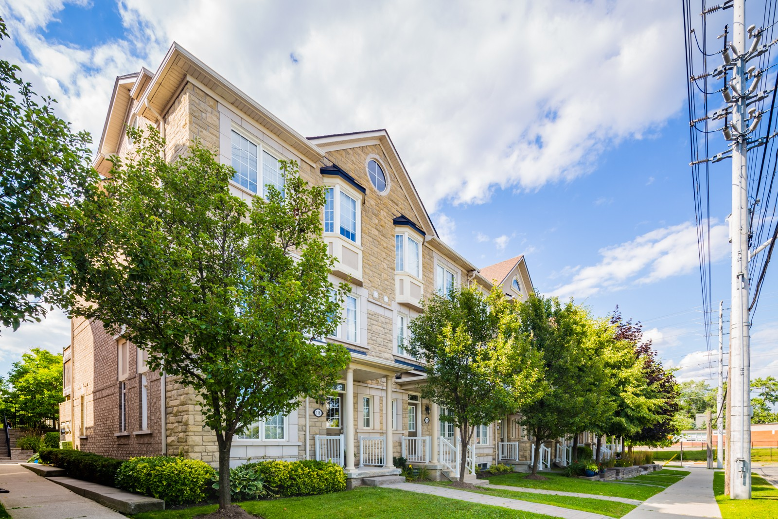 36 Rosewood Avenue Townhouses at 100 Park St E, Mississauga 1