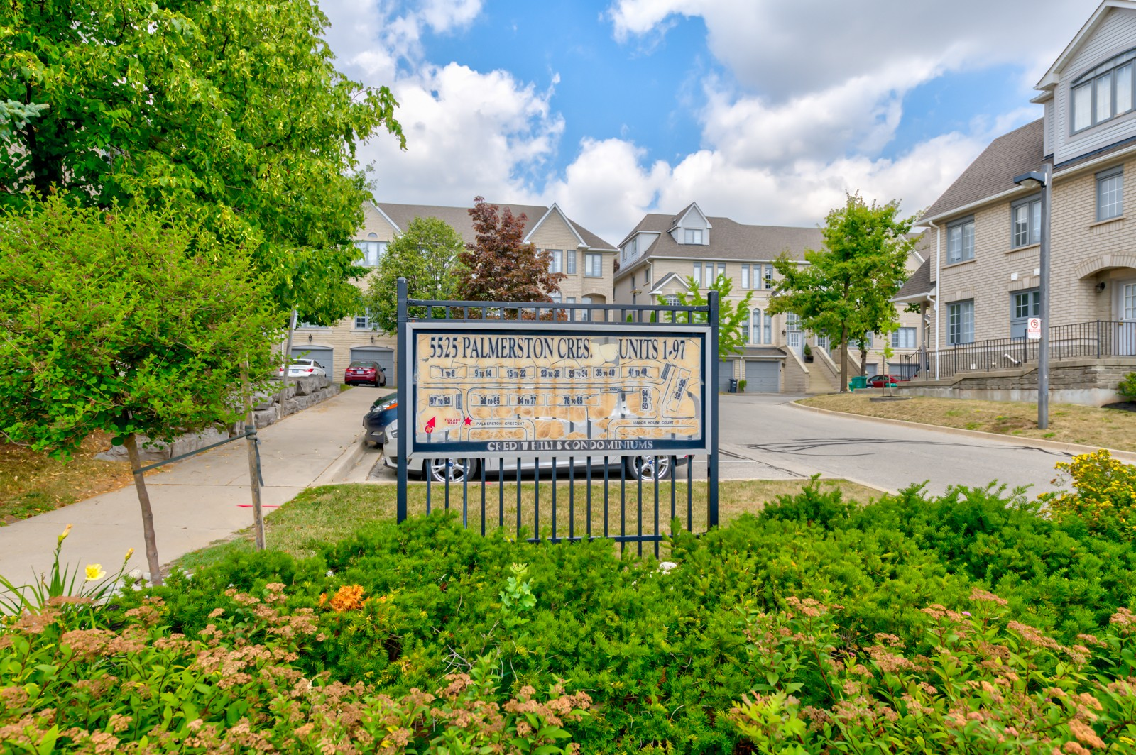 5525 Palmerston Crescent Townhouses at 5225 Palmerston Crescent, Mississauga 1