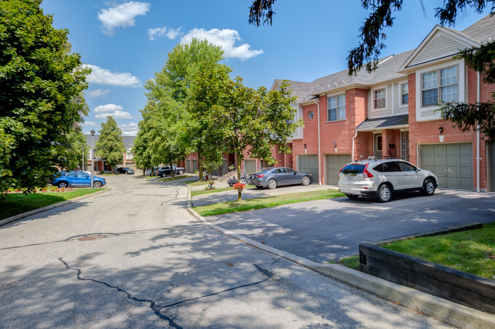 Sheridan Woods at 2385 Fifth Line W, Mississauga 1