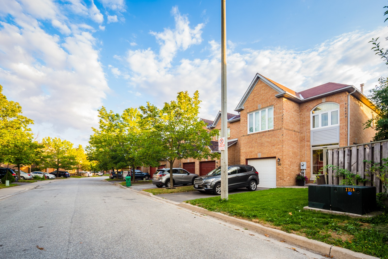 Goldenlight Circle Townhouses - II at 9 Brocklebank Crt, Brampton 1