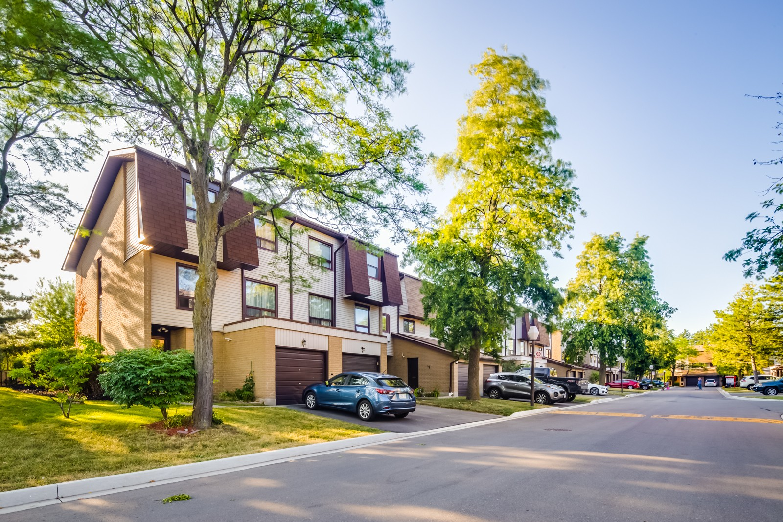 6040 Montevideo Road Townhouses at 6040 Montevideo Rd, Mississauga 1