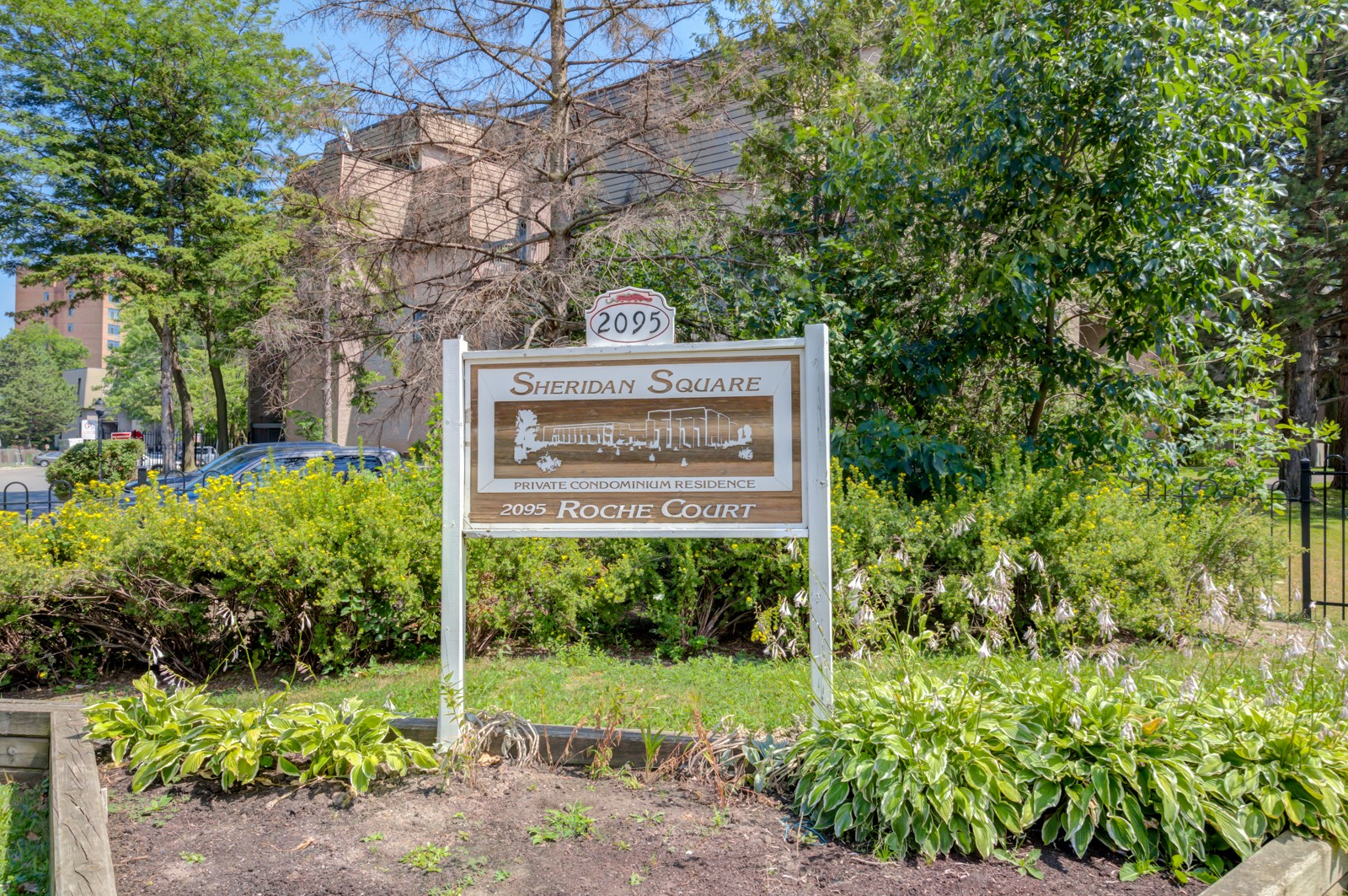 2095 Roche Court Townhouses at 2095 Roche Crt, Mississauga 1