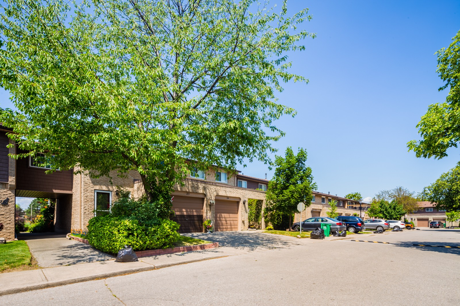 405 Hyacinthe Townhouses at 405 Hyacinthe Blvd, Mississauga 0