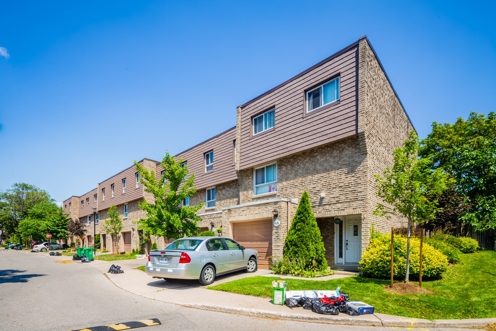 405 Hyacinthe Townhouses at 405 Hyacinthe Blvd, Mississauga 1