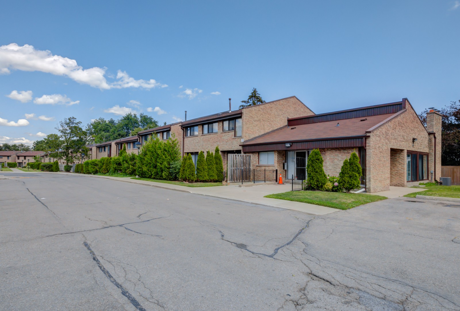 2605 Woodchester Townhouses at 2605 Woodchester Dr, Mississauga 0