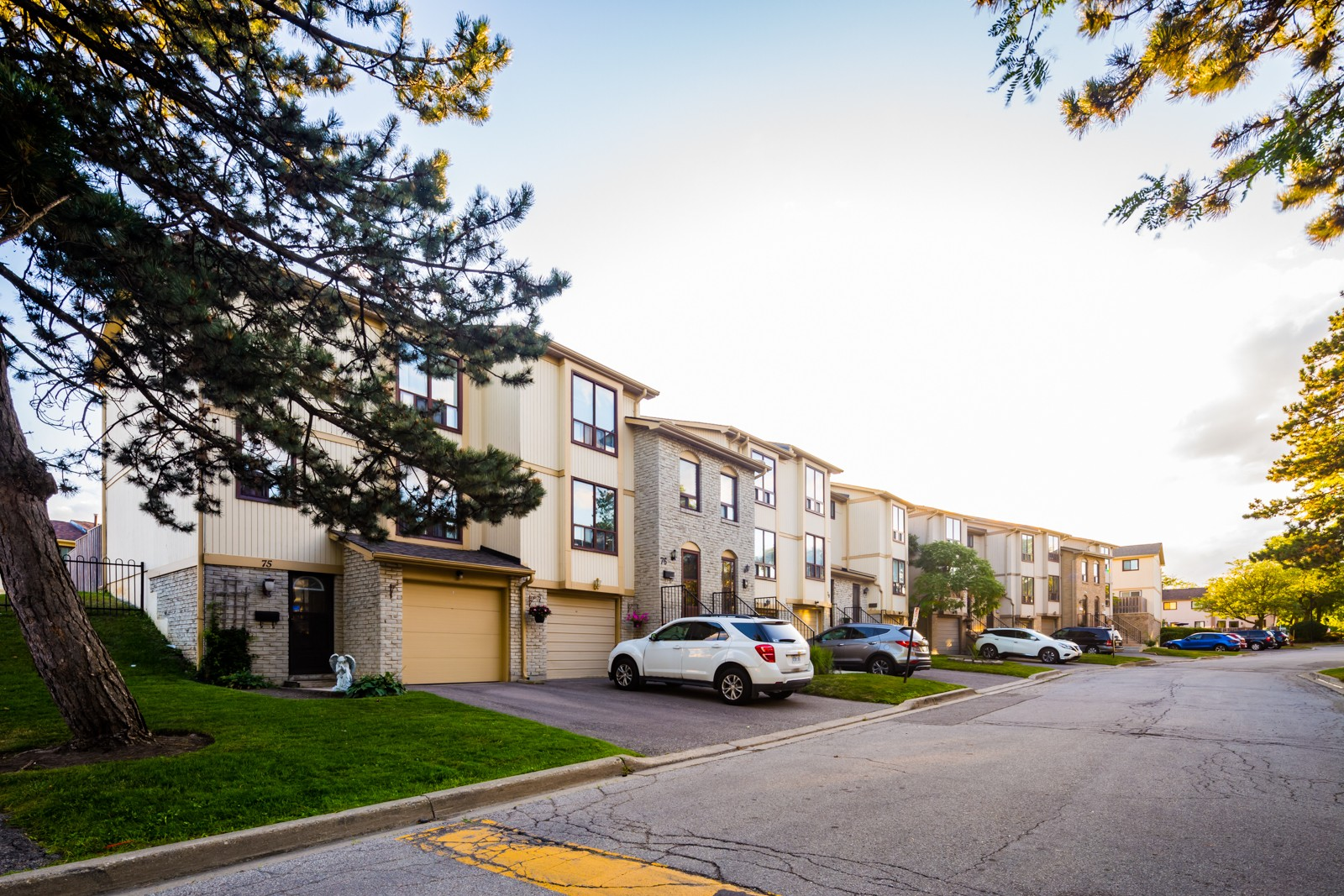 1-107 Guildford Townhouses at 102 Guildford Crescent, Brampton 0