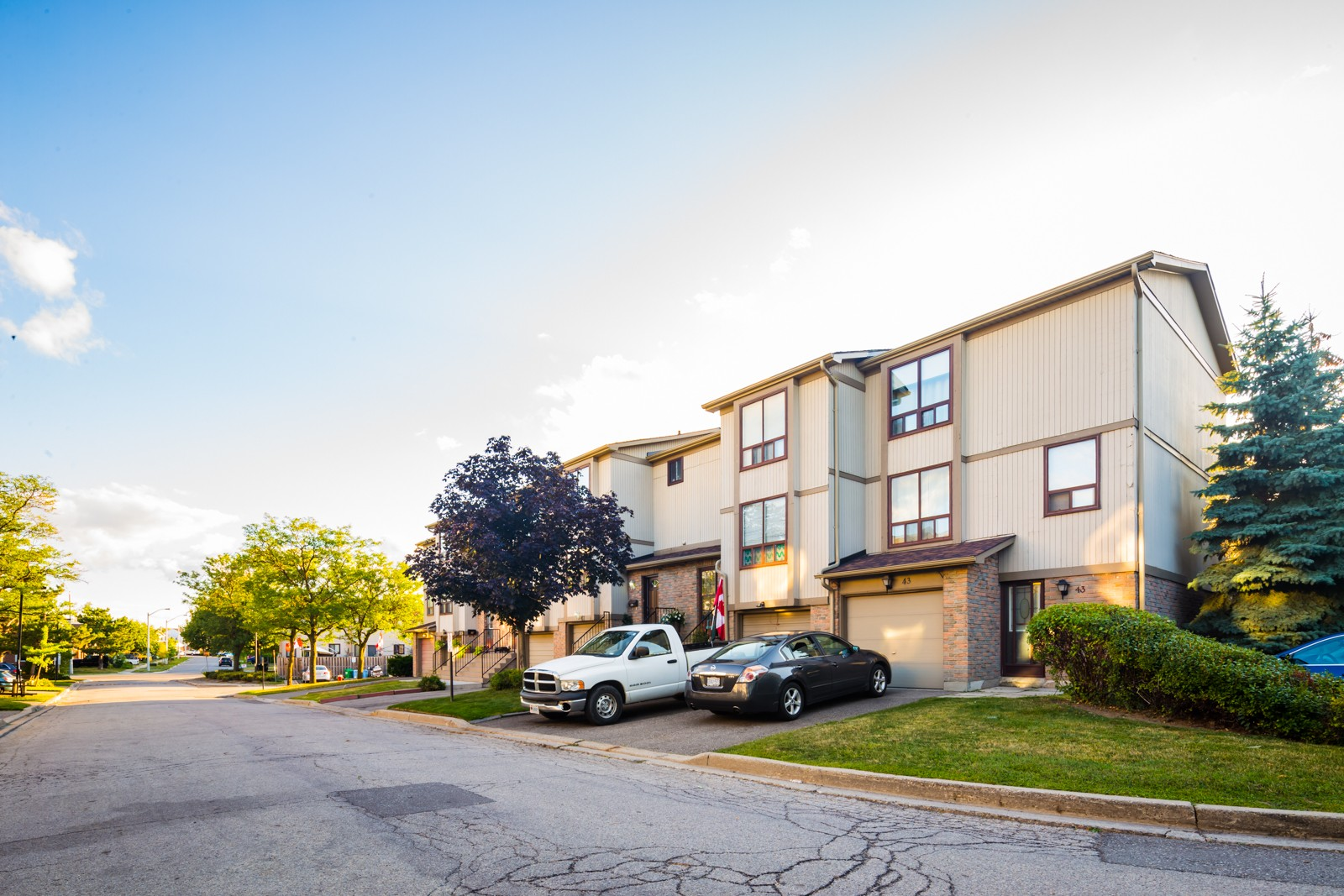 1-107 Guildford Townhouses at 102 Guildford Crescent, Brampton 1