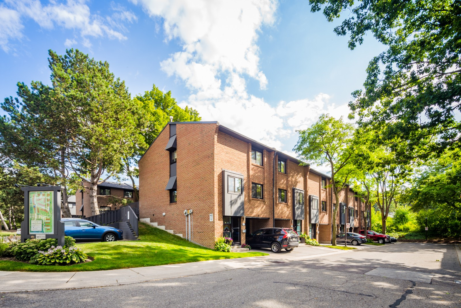 20 Mineola Road East Townhouses at 20 Mineola Rd E, Mississauga 0