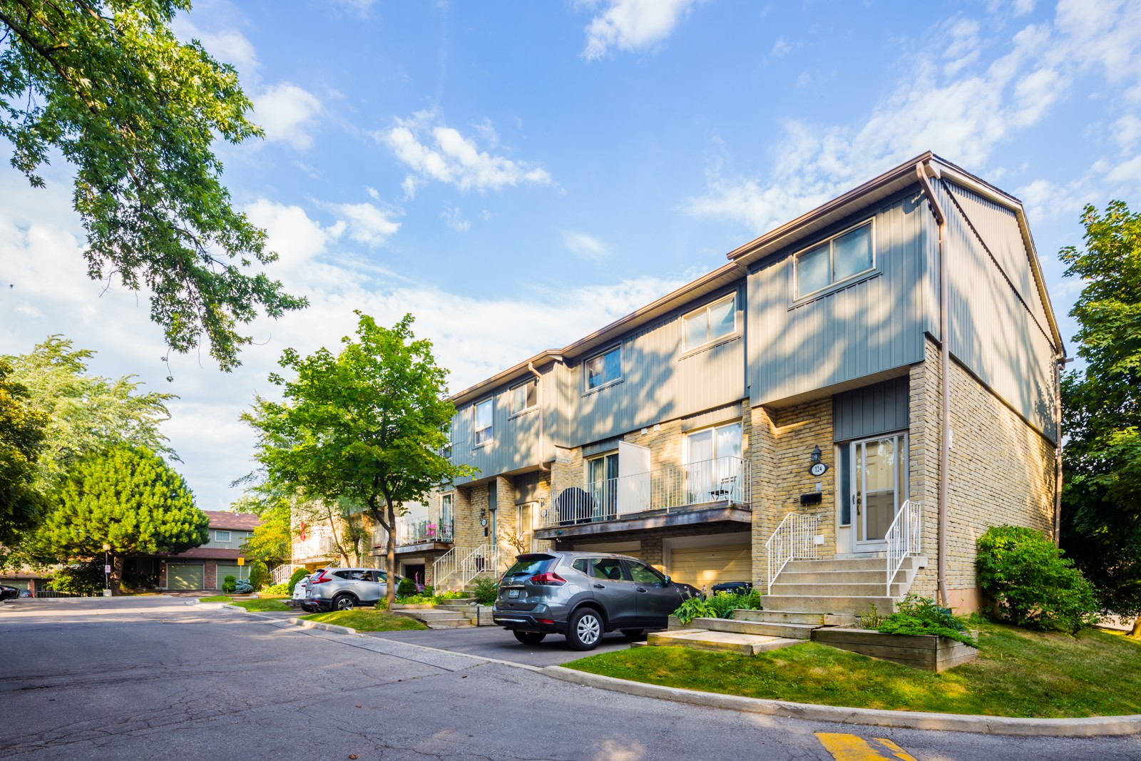 60 Hanson Townhouses at 60 Hanson Rd, Mississauga 0
