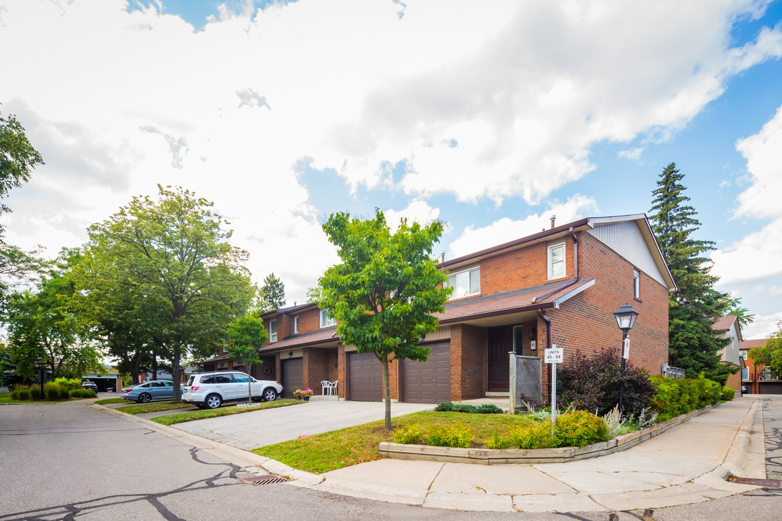 725 Vermouth Avenue Townhouses at 725 Vermouth Ave, Mississauga 1