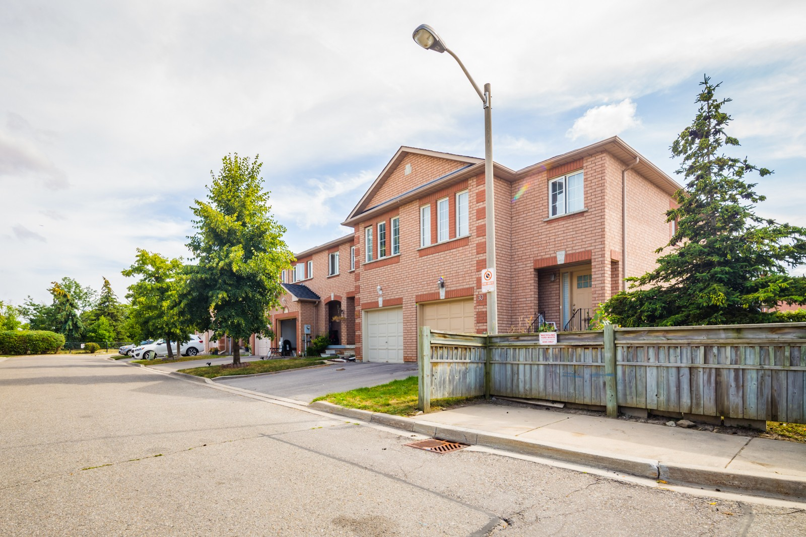 200 Cresthaven Road Townhouses at 200 Cresthaven Rd, Brampton 1